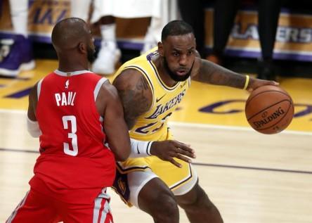 Debut de James en Los Angeles con expulsiones y derrota; ganan Raptors