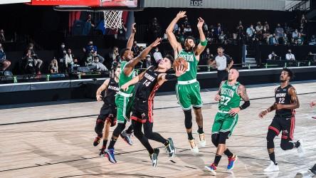 (109-112) El novato Herro pone a Heat a un triunfo de las Finales de la NBA