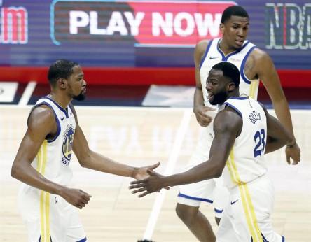Warriors y Sixers recuperan ventaja de campo; Spurs la mantienen (Resumen)