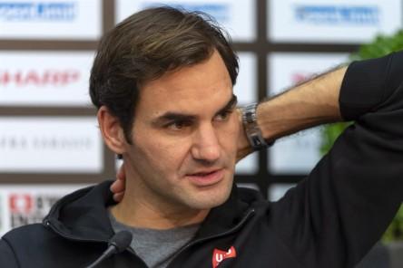 Federer admite que tiene problemas en la mano derecha desde la gira de hierba
