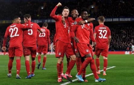 (0-3) El Bayern pone un pie en cuartos de final