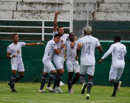 Cumbayá perdió, pero sigue como líder de la Serie B
