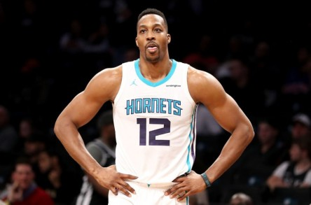 Hornets acuerdan traspasar a Howard a los Nets por el ruso Mozgov
