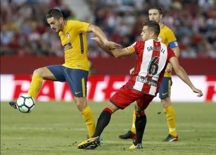 Atlético rescata un punto con 10 y el Sevilla tropieza en casa