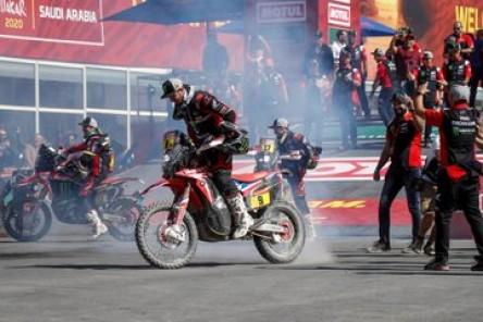 Ricky Brabec gana el Dakar en motos, con el chileno Pablo Quintanilla segundo