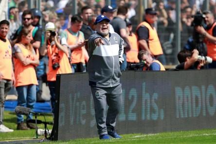 Amargo debut de Maradona como técnico de Gimnasia