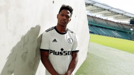 Joel Valencia fue presentado en el Legia Warsawa