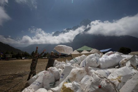 Nepal prohíbe los plásticos de un solo uso en la región del Everest