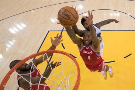 (98-94) Gordon coloca a Rockets a un triunfo de las Finales de la NBA
