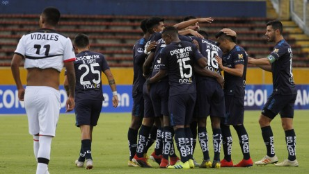 (6-0) La Católica ecuatoriana aplasta al Melgar y ve muy cerca la tercera fase