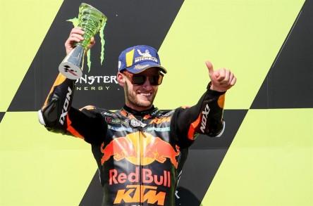 Brad Binder le da a KTM su primer victoria en seco