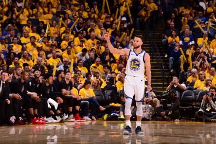 Stephen Curry: Jugar contra mi hermano y ganar ha sido la mejor experiencia