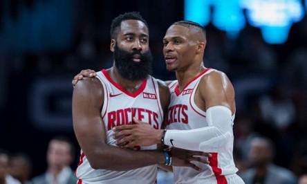 Westbrook, de Rockets, da positivo por la COVID-19, y sigue en Houston