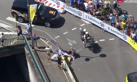 Van Aert abandona el Tour tras caer en la contrarreloj en la que era favorito