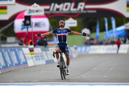 Alaphilippe exhibe su clase en Imola para proclamarse campeón del mundo