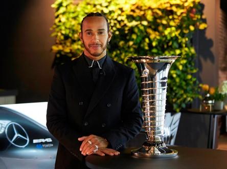 """Lewis Hamilton es condecorado con el título de """"caballero"""""""