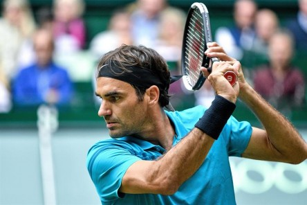 Federer continúa inalterable y pasa a semifinales