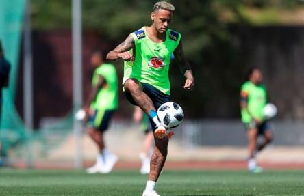 Neymar espera una mejoría de Brasil ante Costa Rica y minimiza molestias
