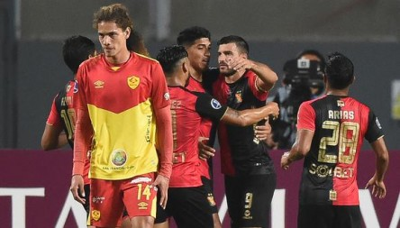 Aucas pierde en Perú y se complica en la Copa Sudamericana