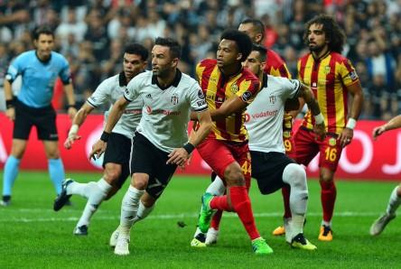 Victoria del Yeni Malatyaspor con Mina en cancha