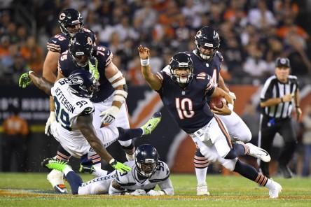 (24-17) Bears celebran con triunfo presentación en su campo; anillo a Urlacher