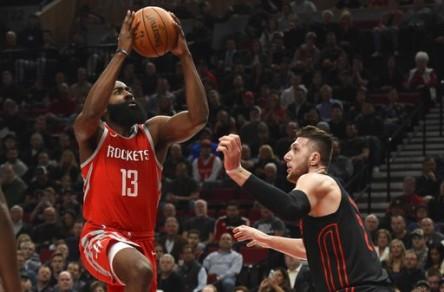 Harden y Rockets cortan racha ganadora de Trail Blazers; Celtics a Thunder (Resumen)
