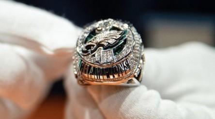 Eagles reciben anillos campeones Super Bowl con 219 diamantes y 17 zafiros