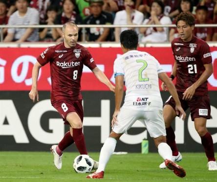 Poca suerte de Iniesta y Torres en su debut en el fútbol japonés