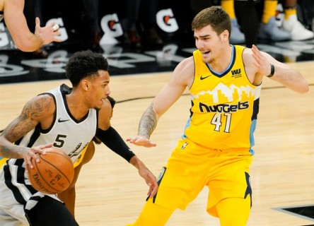Warriors ganan con suspense; Spurs recuperan a Leonard y también vencen