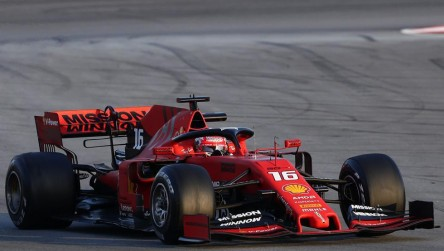 Ferrari se vuelve a mostrar fuerte en el debut de rojo de Leclerc
