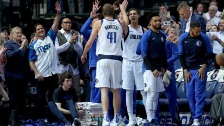 Nowitzki y Curry protagonizan noche especial; Spurs y Nuggets, triunfales (Resumen)