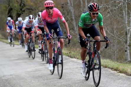 Soler remata una gran faena de Movistar en Navarra, Roglic sigue de rojo