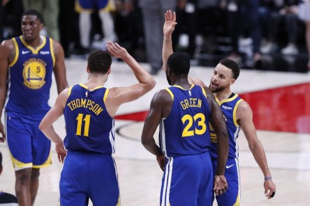 Green y los Splash Brothers ponen a Warriors a un triunfo de Finales