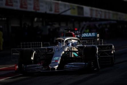 Mercedes ya avisa en el primer contacto con el asfalto