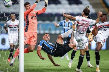 Sao Paulo venció a Flamengo con Arboleda todo el partido