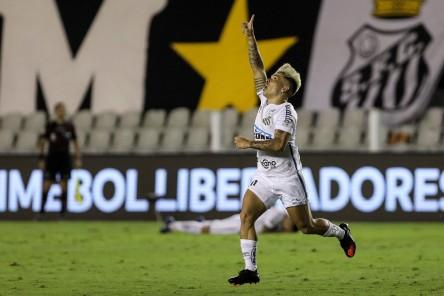 Santos goleó a Boca Juniors y jugará la final de la Copa Libertadores