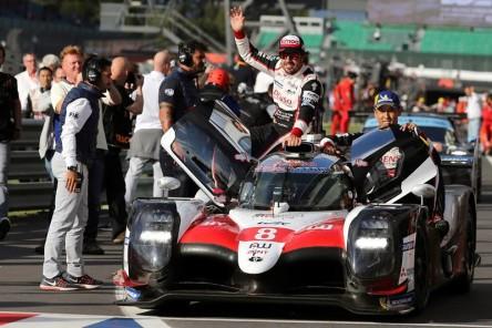 El coche ganador de Alonso y el otro Toyota, descalificados en Silvertone