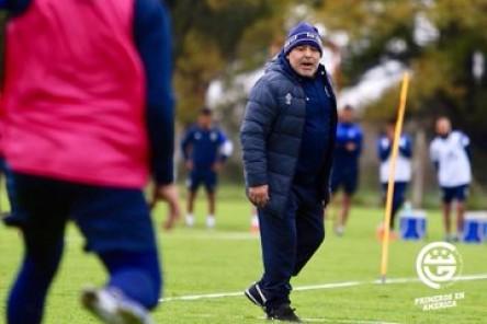 El presidente de Gimnasia dice que Maradona puede volver al banquillo