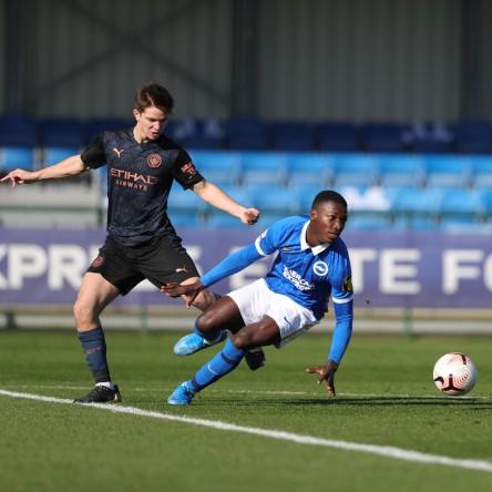 Moisés Caicedo jugó con el Brighton Sub 23