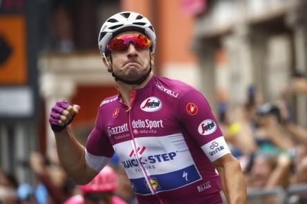 Viviani logra el triplete y Yates subirá el Zoncolan con la maglia rosa
