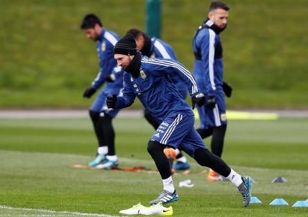 Messi se incorpora a la concentración de Argentina en Manchester
