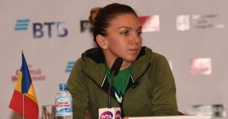 Simona Halep se da de baja en Moscú para no correr riesgos con su espalda