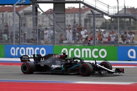 Hamilton gana la 'pole position' en Rusia por delante de Verstappen
