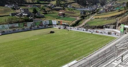 Ecuador inaugura estadio de fútbol a 3.200 metros sobre el nivel del mar