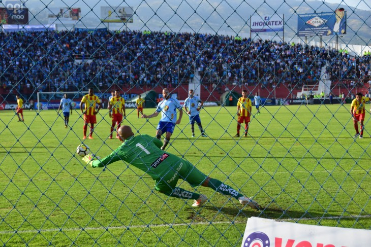 (1-1) Una de cal y otra de arena para Tevez en el Macará vs Aucas