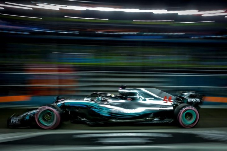 Hamilton voló con su Mercedes y saldrá desde la 'pole' en Singapur