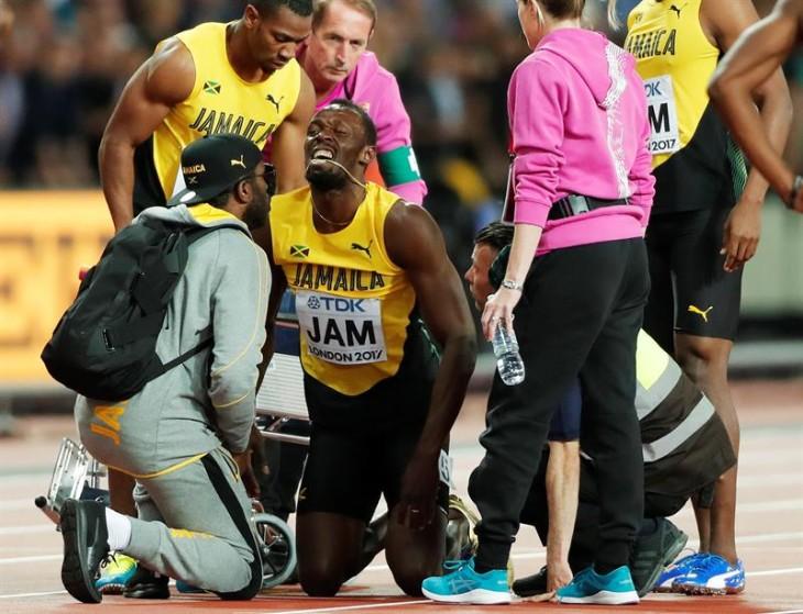 Bolt sufre un calambre en el isquiotibial izquierdo