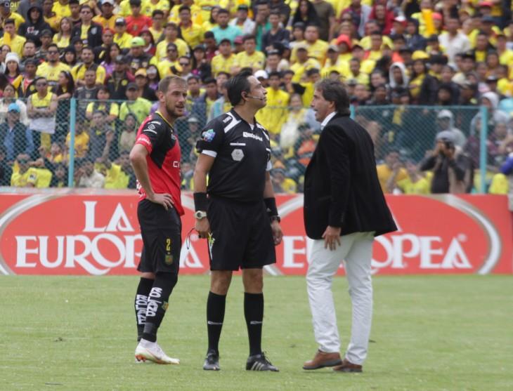 Almada se siente perseguido por dos árbitros