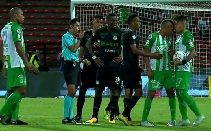 Nacional investigará la pelea de dos de sus futbolistas en pleno partido