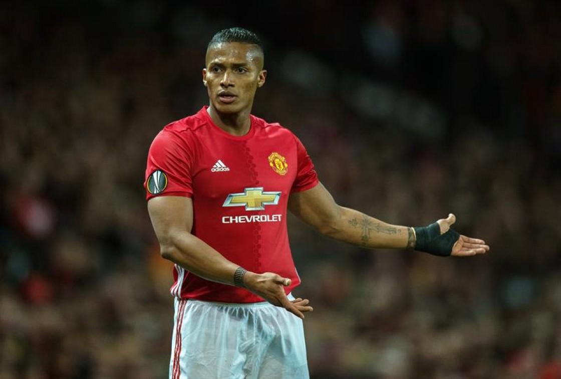 """El editorial del Manchester United fue dedicado al gran desenvolvimiento del """"Toño"""" Valencia"""